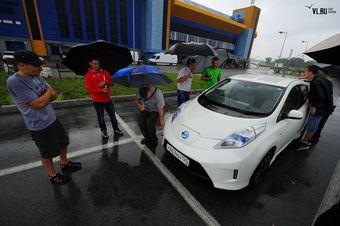 Автомобиль, работающий исключительно на электричестве, становится все более популярным среди жителей Приморья.