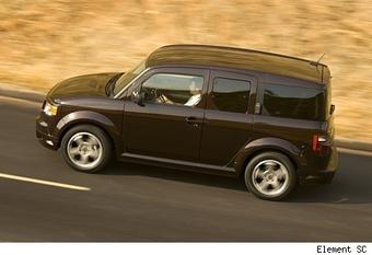 Компания Honda в прошедшую среду начала в США продажи автомобиля Honda Elemet 2007 модельного года.