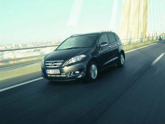 На Парижском автосалоне, который пройдет осенью 2006 года, компания Honda покажет обновленную версию своего минивэна FR-V.