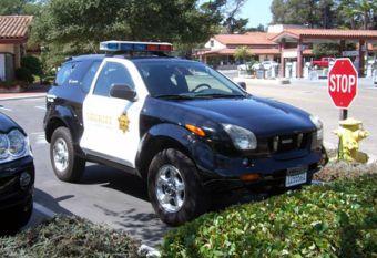 В солнечной не обделенной благосостоянием Калифорнии на улицах можно встретить простой японский Isuzu VehiСross в парадной полицейской форме, готов к плановой выездке.