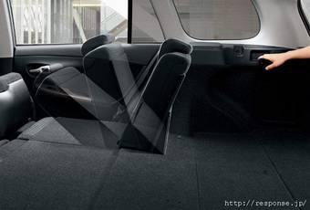Новая система складывания задних сидений в Toyota Corolla Fielder упрощает процесс трансформации салона