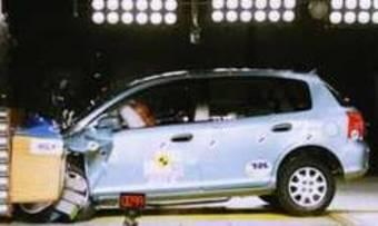 В пресс-релизе EuroNCAP сообщается, что оценка автомобиля Honda Civic была снижена за структуру передней панели и педали тормоза, которые при столкновении могут травмировать водителя.
