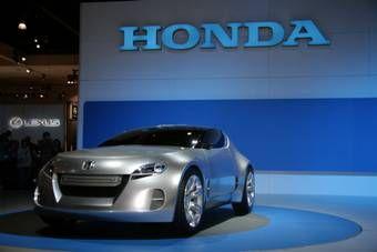 На данный момент известно, что автомобиль оснащается 4-цилиндровым двигателем новой разработки и 6-ступенчатой трансмиссией.