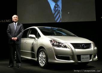 Президент компании Toyota г-н Ватанабэ Кацуаки лично провел презентацию нового автомобиля Toyota Blade.
