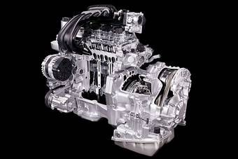 Nissan постепенно снижает расход топлива у своих автомобилей без применения гибридных технологий. (На фото двигатель 1500 cc + Xtronic CVT).