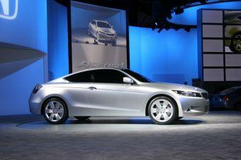 Honda представлят в Детройте Accord Coupe.