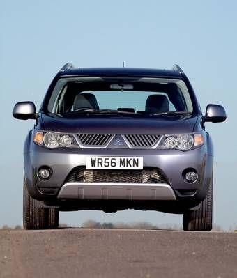 Официальные лица в компании Mitsubishi говорят, что подобный обмен очень выгоден для них, так как за счет подобного обмена линейка моделей Outlander существенно расширится и в итоге покупателю представится возможность выбора из нескольких моторов.
