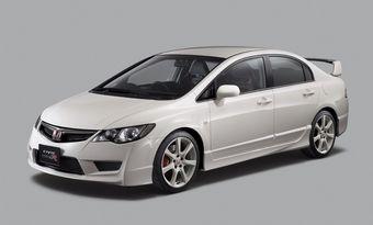 Модификация Type R создана на основе 4-х дверного Civic последнего поколения, она отличается 2-литровым двигателем марки K20A. Этот двигатель выдаёт 225 лошадиных сил при 8000 об/мин, а его крутящий момент достигает 22 кг*м.