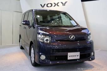 Toyota презентовала новые поколения автомобилей Toyota Voxy и Toyota Noah.