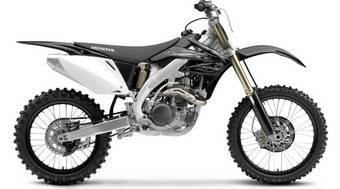 Кроссовый мотоцикл Honda CRF450R оснащается одноцилиндровым четырехтактным двигателем с водяным охлаждением и пятиступенчатой коробкой передач. Мотоцикл 2008 модельного года представлен в двух цветах: черный и красный.