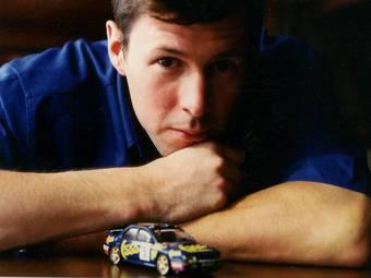 Чемпион мира по ралли 1995 года, Колин Макрэй, погиб во время аварии пилотируемого им вертолета.