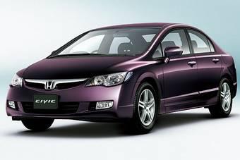 Honda Civic и Honda Civic Hybrid прошли малую модернизацию для рынка Японии.