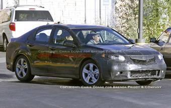 Не только американские автопапараци, но и известный журнал Motor Trend считают, что продемонстрированный на снимке автомобиль — Acura TSX нового поколения.