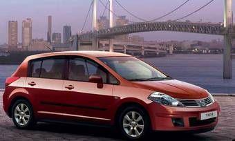 Nissan Tiida в кузове хэтчбэк.