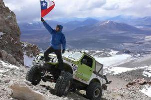 Двое чилийцев на Suzuki Samurai покорили высочайший вулкан планеты