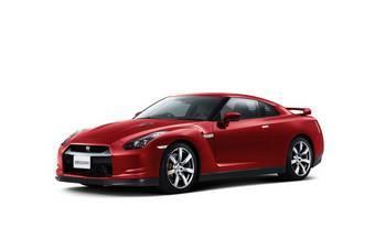Nissan GT-R в красном.