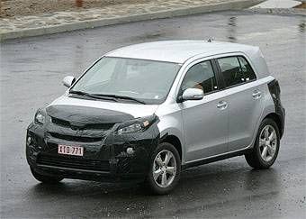 На дорогах Европы был замечен вот такой Toyota ist.