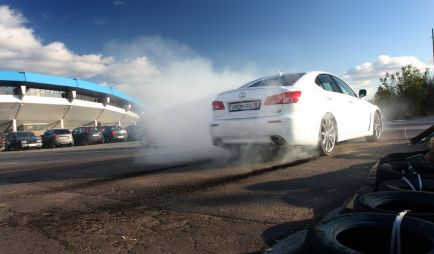 Тест-драйв суперседана Lexus IS F от Drom.ru. Точно в цель (МНОГО ФОТО)