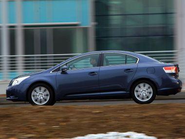 Обзор Toyota Avensis нового поколения в сравнении с VW Passat