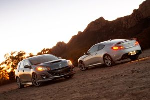 Mazdaspeed 3 с турбо-«четверкой» против купе Hyundai Genesis с V6. Непохожие соперники