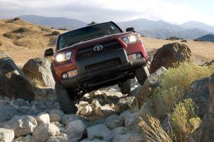 Тест-драйв нового поколения Toyota 4Runner. Полностью обновленный, но по-прежнему готовый к бездорожью