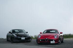 Alfa Romeo 8C Competizione против Nissan GT-R SpecV: сравнительный тест-драйв