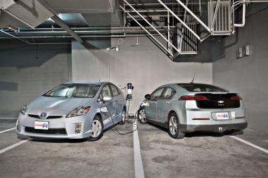 Сравнительный тест ChevroletVolt и ToyotaPriusPHV. Между электричеством и бензином