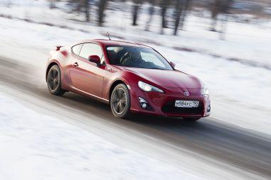 Снежный тест-драйв спортивного купе ToyotaGT86 отDrom.ru. Одним колесом вгонках