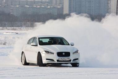 Тест-драйв Jaguar XF-S с битурбированным двигателем. Снежный барс