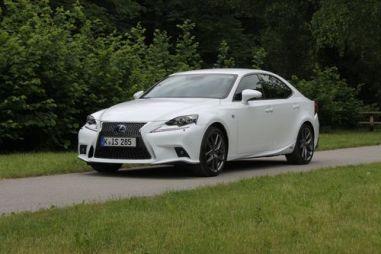 Новый Lexus IS. Курс на семейные ценности