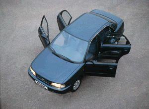 Нормальный мужской седан (Suzuki Baleno, 1997 год)