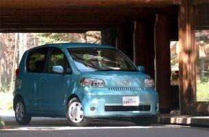 Обзор автомобиля Toyota Porte, 2004