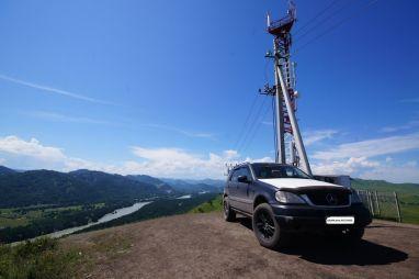 «Равнинная» поездка поГорному Алтаю наMercedes-Benz ML320 отBRABUS