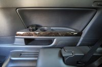 К услугам «самых» задних пассажиров подстаканники, кармашки, пепельницы