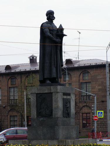 Памятник подешевле Боровичи Ваза. Лезниковский гранит Сызрань