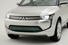 Mitsubishi готовит к показу в Токио концепт гибридного внедорожника PX-MiEV