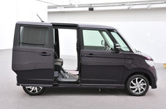 Бейдж-инжиниринг подарил компании Nissan новую модель Roox