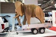 Слон на стенде Isuzu )