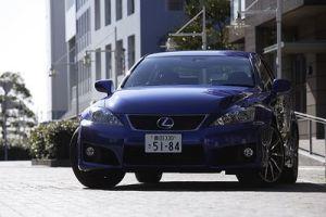 Обзор спорт-кара Lexus IS F. Что дала автомобилю буква F?