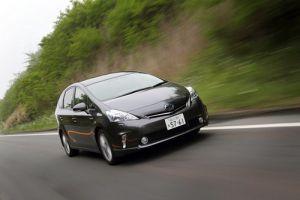 Обзор гибридного универсала Toyota Prius Alfa