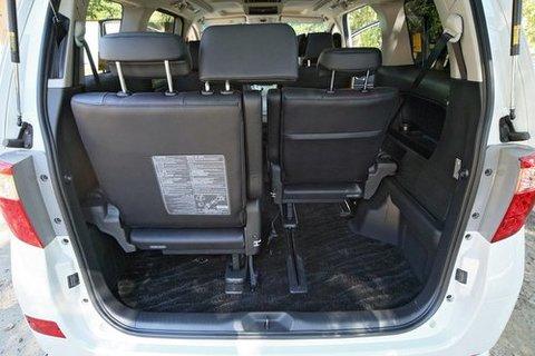 Багажника фактически нет. В то пространство, что остается от третьего ряда сидений войдет разве что очень компактная ручная кладь