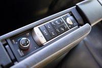 Электроприводы оттоманок есть в начальной комплектации, но верхний уровень оснащения обрадует пассажиров вентиляцией, подогревом и регулировкой интенсивности освещения персональных светильников