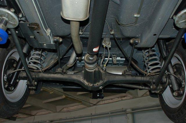 В 2010 году внедорожник получил карданные валы со ШРУСами вместо крестовин. Благодаря им удалось несколько снизить шумы и вибрации