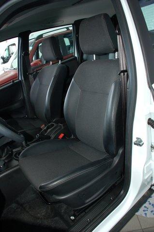 Даже внешне новые передние сиденья выглядят более современно, не говоря уже о наличии валиков боковой поддержки и удачном профиле спинки