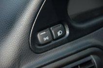 Габариты и ближний свет включаются непривычно, с двух клавиш. Однако такое решение нельзя назвать неудобным