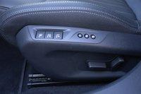 В топовой комплектации Allure передние кресла оснащаются не только электрорегулировками, но ещё и функцией массажа. Для гольф-класса — неслыханное дело!