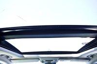 Двойной люк с панорамным остеклением. Передняя панель смещена от лобового стекла к задней части автомобиля