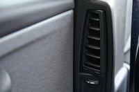 В стойках кузова расположены вентиляционные дефлекторы для задних пассажиров