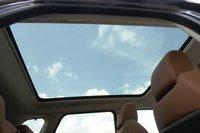 Панорамная крыша Range Rover Evoque — невиданных размеров. Естественно, она несдвижная