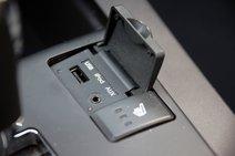 «Мохаве» располагает AUX и USB входами, в то время как «Пилот» поддерживает лишь AUX